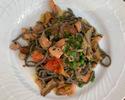 【TAKEOUT】トランペット茸を練りこんだコルドネッティネーリ サーモンと茸のソース Black trumpet mushroom kneaded Cordonetti pasta with salmon