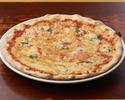 トマトソースとバジルのシンプルなピッツァ