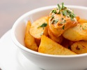 Patatas brava, fried potatoes with spicy sauce