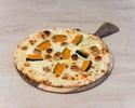Pizza, roasted pumpkin, mascarpone, gorgonzola, walnuts, honey