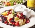《お食事に》若鶏もも肉のトマトチーズ鉄板焼き×Berryパンケーキのカフェノイズ女子会コース3300円(税込)