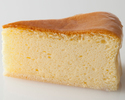 ベイクドチーズケーキ1ピース ¥594(税込)