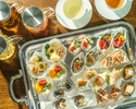 【アフタヌーンティー】シグネチャーフードを盛り込んだ贅沢プレート